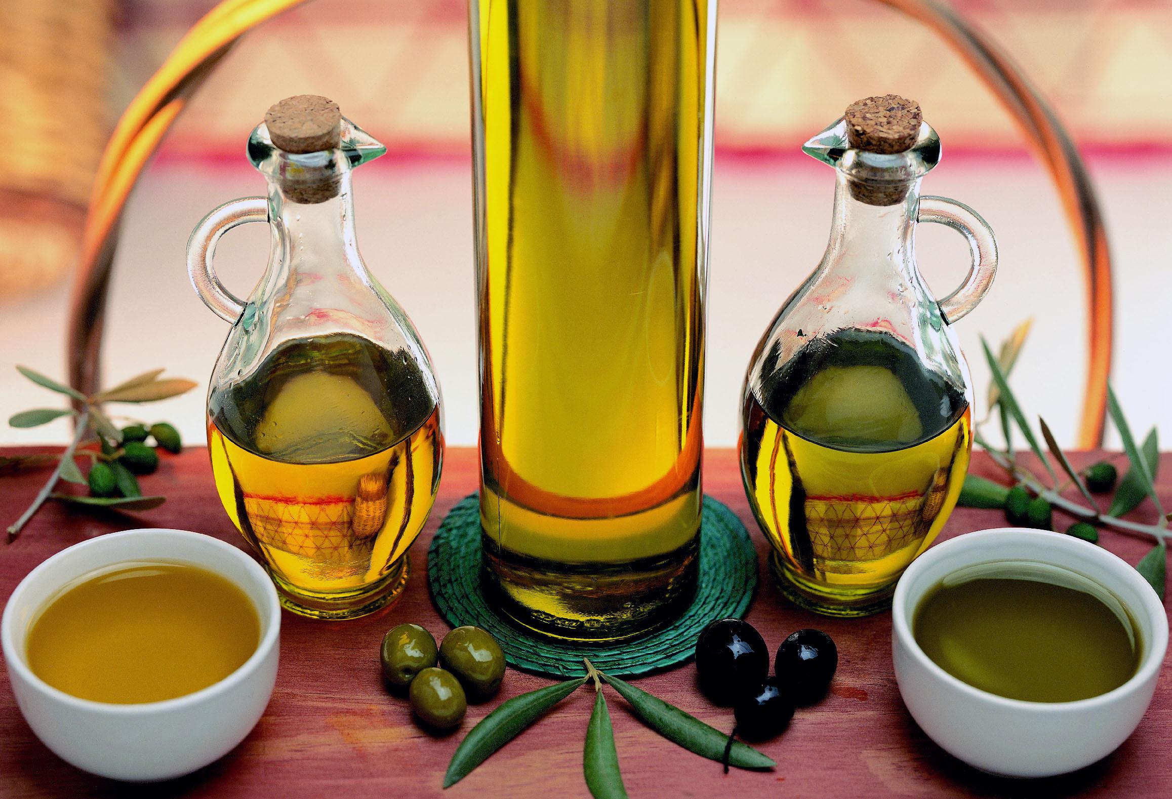 agua tibia con limon y aceite de oliva en la noche